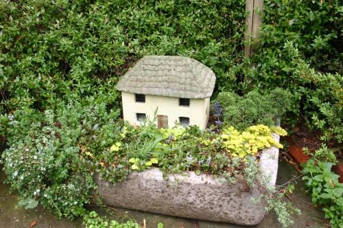 hypertufa house